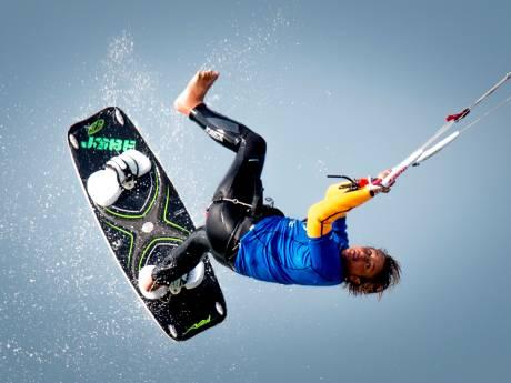 Nabestaanden herdenken kitesurfer: 'Omgaan met verlies hakt er in'