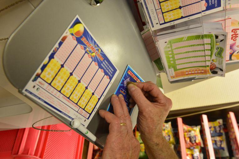 Ook in stoffenwinkel Perfecta in Deinze kan je meedoen met de Lotto.