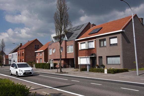 De woning aan de Pastorijstraat 12 was al onbewoonbaar verklaard toen de eigenares ze nog verhuurde. Het gaat om het tweede huis van rechts, met de rode gevel.