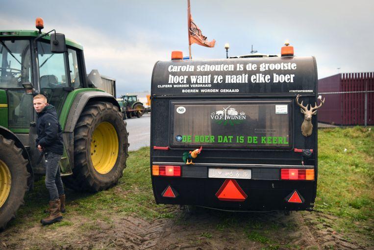 Boeren demonstreren bij het Jumbo-distributiecentrum in Breda.  Beeld Marcel van den Bergh / de Volkskrant