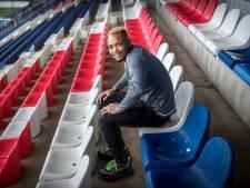 Dribbelkoning Ejuke: 'Ik durfde mijn ouders niet om voetbalschoenen te vragen'