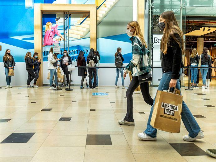 Winkelcentrum Hoog Catharijne toen de winkels vorige week woensdag voor het eerst sinds de lockdown weer helemaal open mochten.