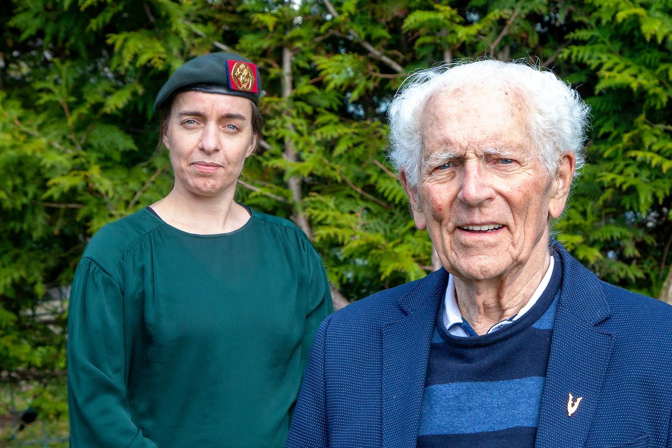 Veteranen Belinda Smeenk en Paul Lieshout vertellen hun ervaringen in het boek 'Verhalen van veteranen uit de Lopikerwaard'.
