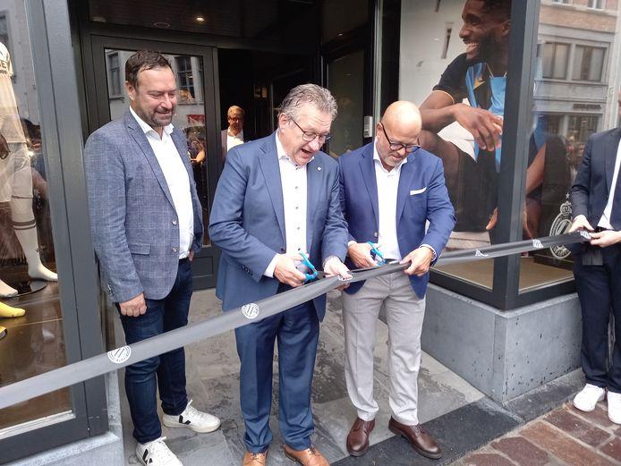 Nadat Pablo Annys, Dirk De fauw en Bart Verhaeghe het lintje hadden doorgeknipt, werd de opening officieel.