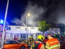 Meerdere huizen onbewoonbaar na woningbrand Ambacht: 'Die mensen hebben echt helemaal niets meer'