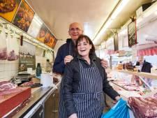 'Gezicht van de markt' Ad Jansen stopt na 40 jaar marktslagerij in Neede: 'We hebben een dagje vrij verdiend'