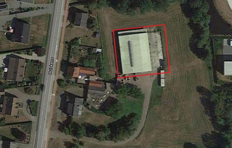 De cocaïnewasserij werd aangetroffen in een grote loods tussen de Huiskens en het industrieterrein. Beeld Google Maps
