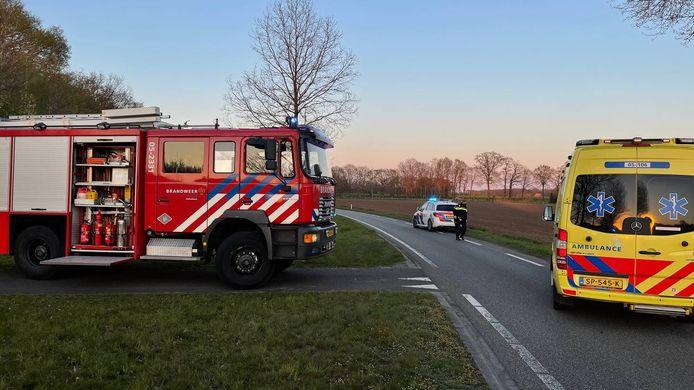 Op de Scandinavie-Route in Denekamp is dinsdagavond een autobestuurder ernstig gewond geraakt bij een eenzijdig ongeval. De bestuurder knalde op een boom.
