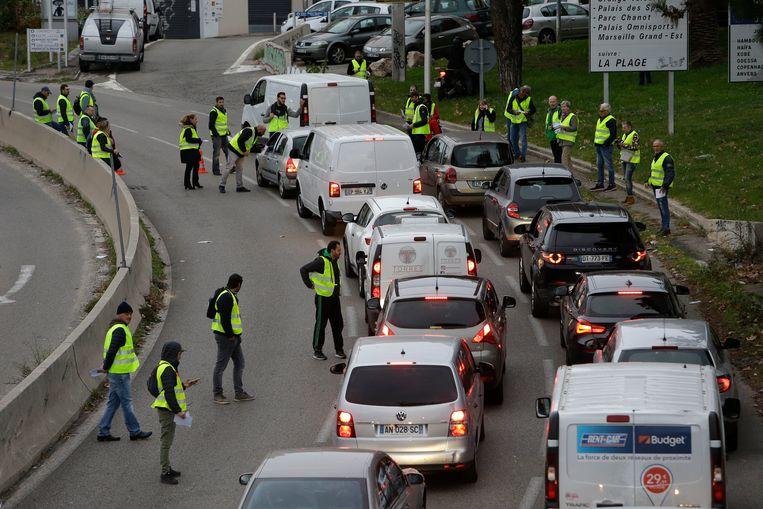 Een filterblokkade in Marseille. Beeld AP