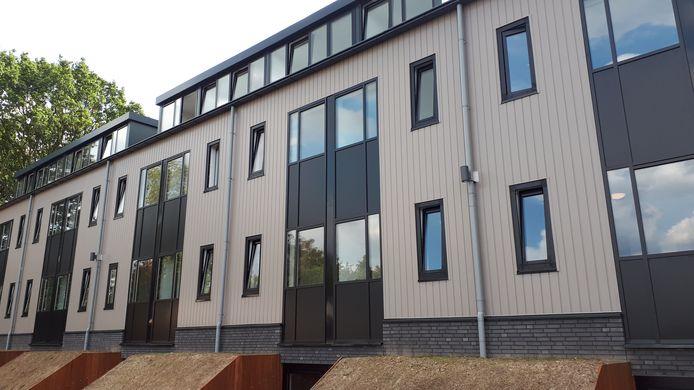 In Nispen is in 2018 een logiesgebouw voor 180 arbeidsmigranten gerealiseerd.