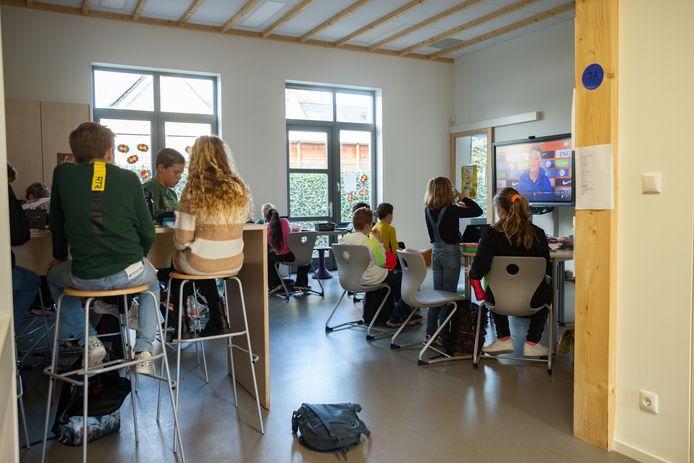 De Gummarus basisschool heeft eindelijk een nieuwbouwvleugel. Jarenlang zaten groepen in units op het schoolplein. En nu is eindelijk de nieuwsbouw klaar.