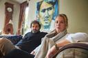 Rik en Esther Ruigrok bij een portret van hun zoon Jouke, toen 16 jaar jong: ,,Gelukkig hebben we dat toen laten maken.''