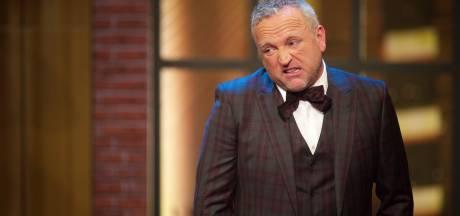 Trip naar Emmy's valt bijna in duigen voor Gordon: koeriersdienst raakt peperduur pak kwijt