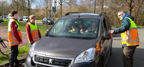 Omdat de carnavalsoptocht in Son werd verplaatst moest de organisatie nieuwe verkeersregelaars zien te vinden