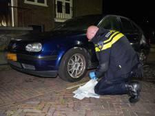 Auto 's nachts twee keer in brand gestoken in Arnhem, waxinelichtjes gevonden
