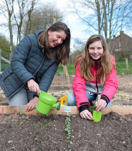 Deventerse Marije Woertman krijgt kinderen aan de groente: 'Wat je zelf kweekt, smaakt veel lekkerder'