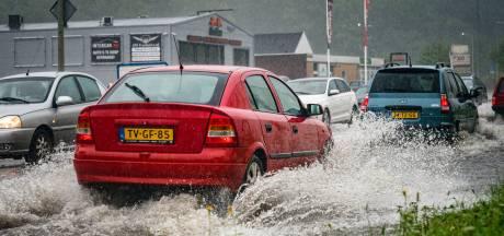 Doorrijden als de straten blank staan? 'Waterslag' is een grote vijand van je auto