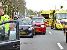 Gewonde en flinke file door aanrijding met vier auto's op N325 bij Arnhem