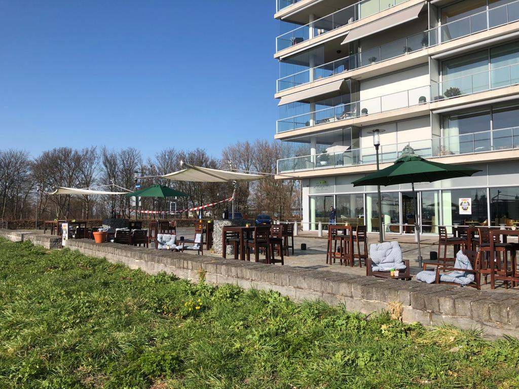 Ook het terras van De Ertepeller werd dinsdag geopend.