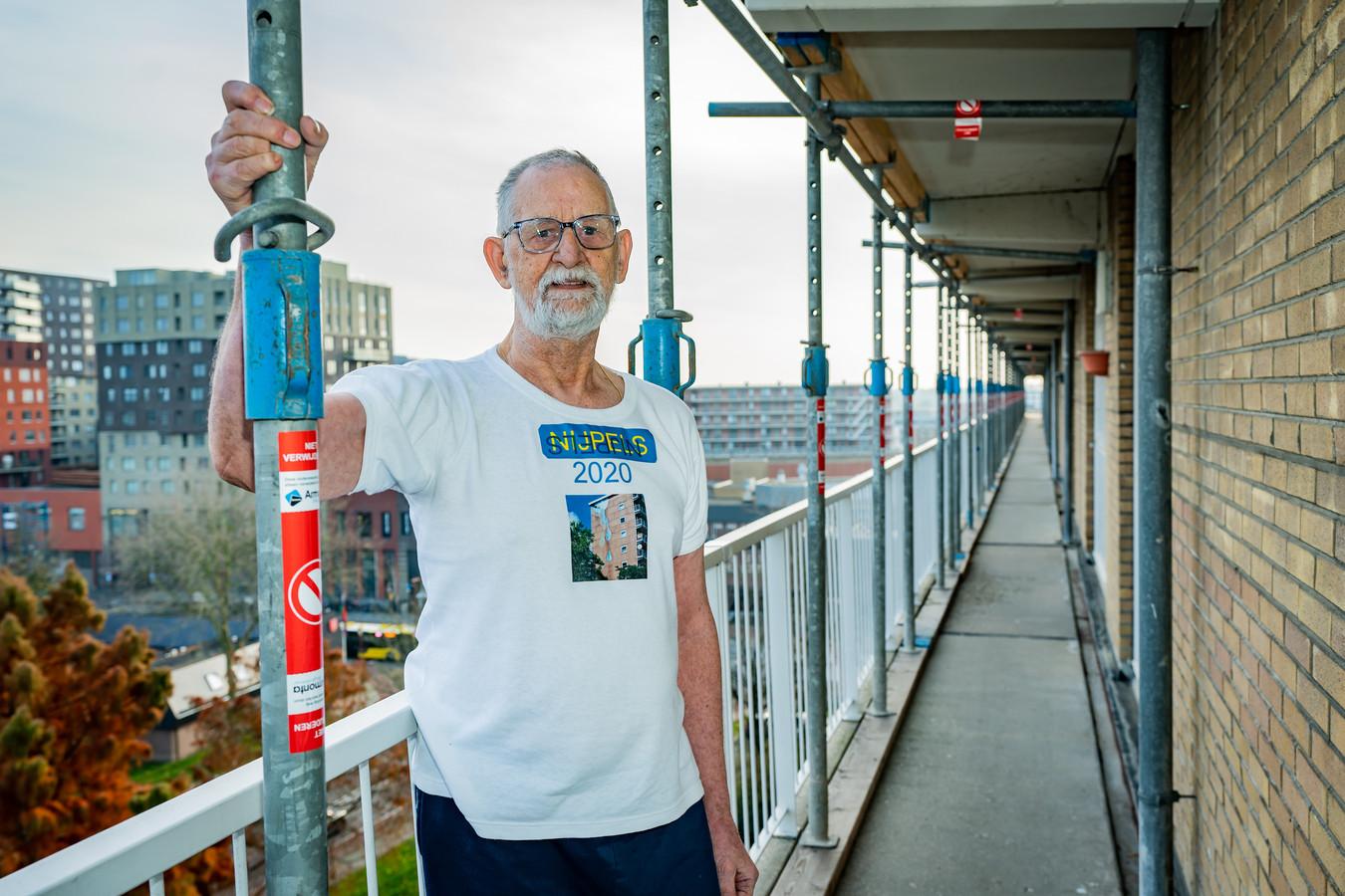 Pedro de Leeuw is bang dat de flat aan het Nijpelsplantsoen in Nieuwegein gesloopt wordt.