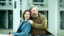 """'Sara'-acteur Ivan Pecnik maakt nu ook muziek en schreef een nummer voor zijn vrouw Lucy: """"Vergeet nooit eerst je hart te volgen en dan pas je hoofd"""""""