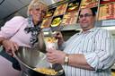 Piet Schellekens is al veertig jaar frietboer. Met zijn vrouw Anneke heeft hij een gezellige grote zaak.