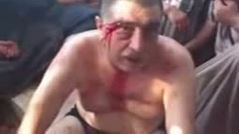 Een still van een video waarin het Vrije Syrische Leger een gevangene mishandelt Beeld anp