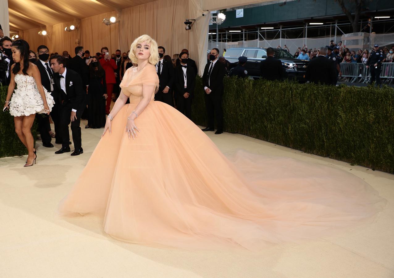 Billie Eilish' look ademt Marilyn Monroe met deze Oscar De La Renta-japon.
