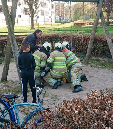 Brandweer redt kind uit beknelling in schommel van Veenendaalse speeltuin