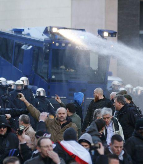 Politie zet waterkanon in bij Pegidademonstratie Keulen