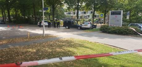 Mannen gaan elkaar met messen en schep te lijf in Wageningen (video)