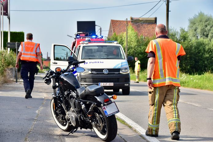 De Harley Davidson raakte beschadigd aan de voorzijde, bij de botsing langs de Moorseelsesteenweg in Rumbeke.