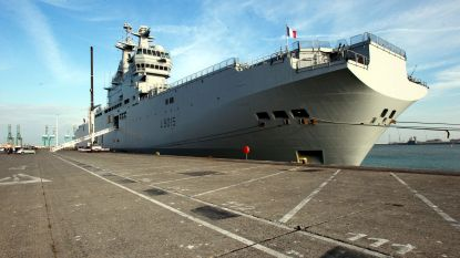 Frankrijk haalt coronapatiënten Corsica op met oorlogsschip