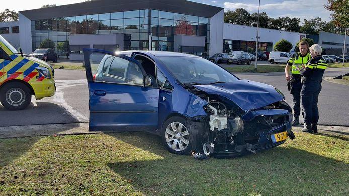 Eén van de twee auto's die bij het ongeval in Oldenzaal betrokken was.