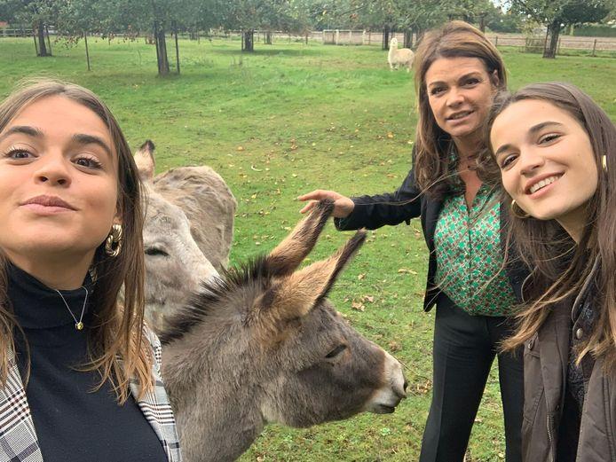 Goedele Liekens samen met haar dochters Merel en Céleste