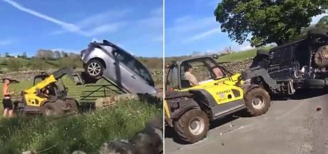 Boer maakt korte metten met foutparkeerder: auto én automobilist omver gegooid