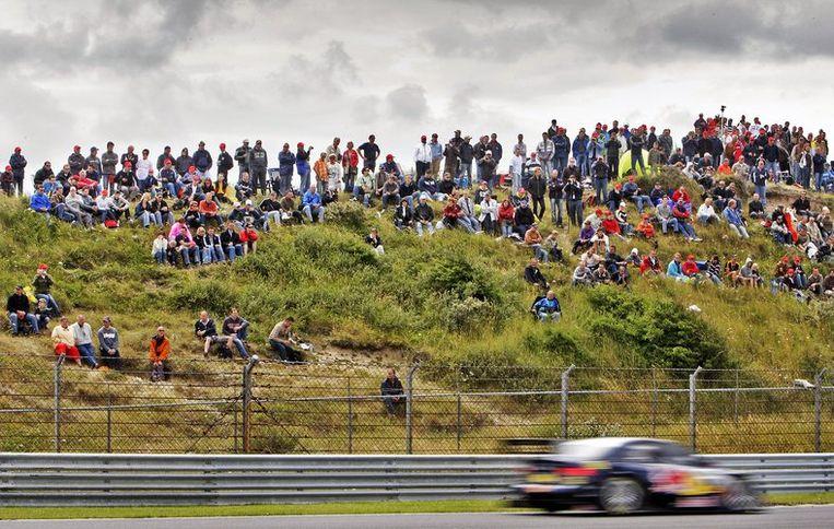 Ruim zestigduizend mensen kwamen dit weekeinde naar Zandvoort om van het Duitse autogeweld te genieten. Foto ANP/Koen van Weel Beeld