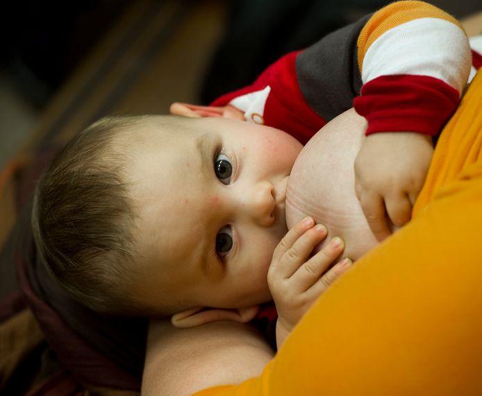 Vrouwen die het Covid 19-virus hebben gehad en moedermelk geven, worden door het Emma Kinderziekenhuis opgeroepen 100 ml melk te doneren voor onderzoek naar antistoffen in hun melk.