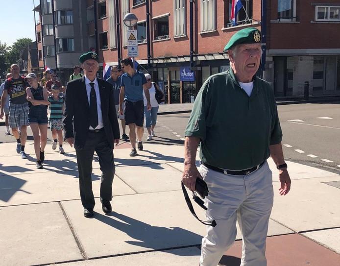 Veteranen onderweg naar de herdenking in Terneuzen.