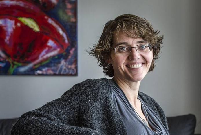 Denise Wijnbergh zoekt hulp in het verwezelijken van haar doel: een 2.150 meter hoge berg beklimmen in Oosterijk.