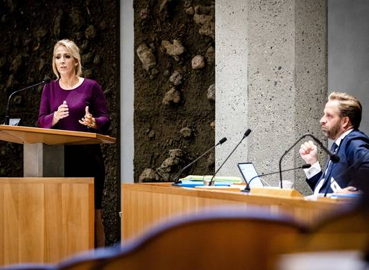 Lilian Marijnissen (SP) en demissionair minister Hugo de Jonge (Volksgezondheid, Welzijn en Sport) tijdens de Algemene Beschouwingen.