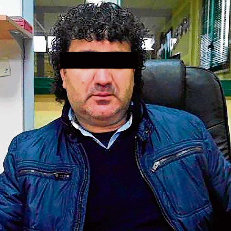 Italiaan Vincenzo C. werd in 2015 gearresteerd. Hij was jarenlang actief op de bloemenveiling van Aalsmeer. Uit politieonderzoek blijkt dat hij drugstransporten organiseerde voor de maffia.