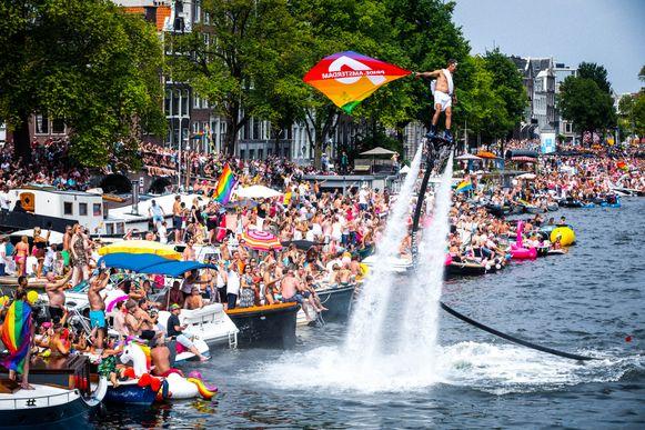 Beeld van de Canal Parade onderdeel van de Amsterdam Gay Pride vorig jaar.