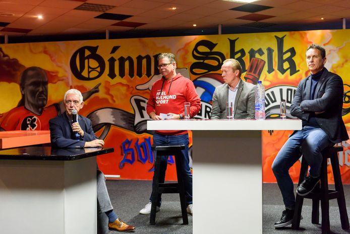 Een supporterbijeenkomst bij Helmond Sport met voorzitter Frans Stienen (l), directeur Leon Vlemmings (r) en trainer Wil Boessen (m) over het beleid en de toekomst van de club.