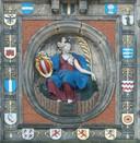 De Groothoofdspoort werd in 1618 vernieuwd, waarbij het beeldhouwwerk de Dordtse Maagd (van Gilles Huppe) aan de waterzijde werd geplaatst. De Maagd kan een voortzetting zijn van de stadsreuzin Hanneken.