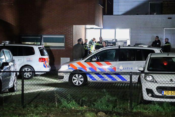 De politie doet onderzoek aan de Morel in Wageningen.