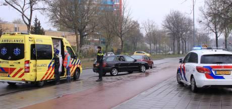 Fietser gewond door botsing met auto in Ede