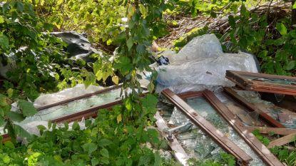 Sluikstorter dumpt ramen en bouwafval in Akker