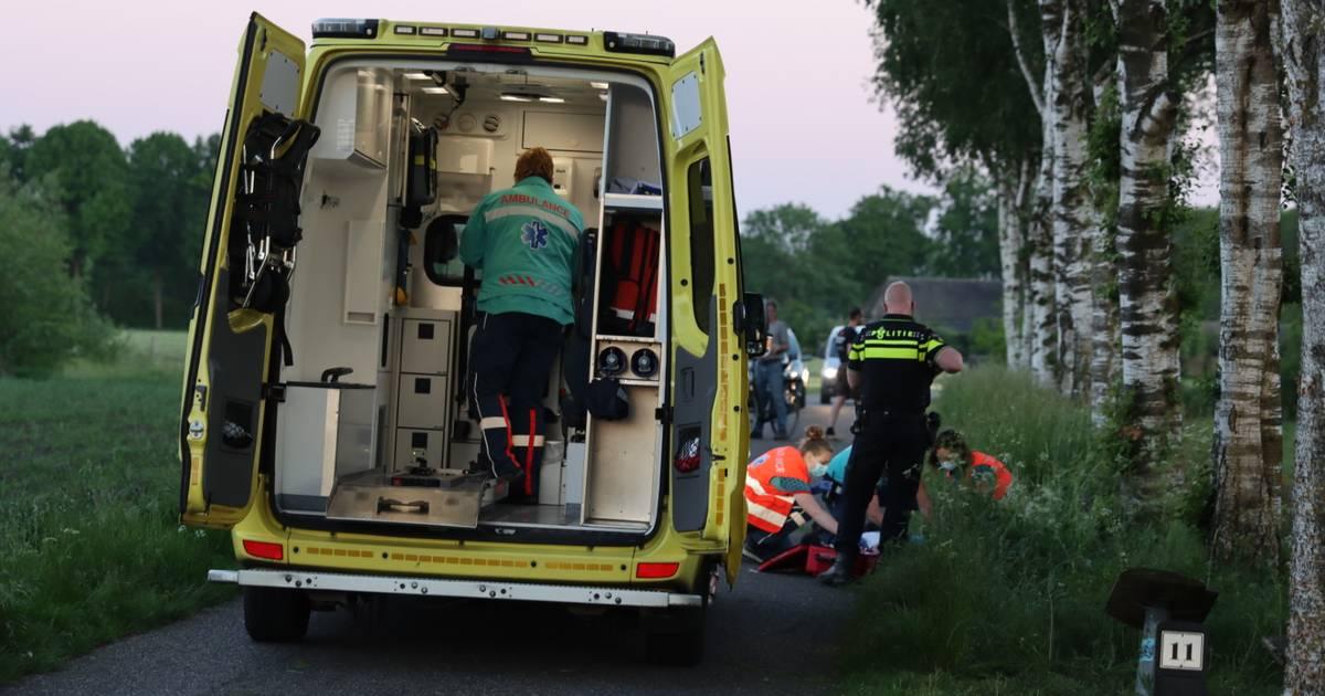 Twee gewonden naar het ziekenhuis bij ernstig ongeval op de Hoge Valkseweg in Barneveld.