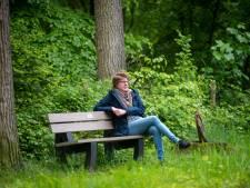 Online vriendinnen helpen Brenda (45) na plotselinge dood van haar man: 'Opeens kreeg ik een cheque'